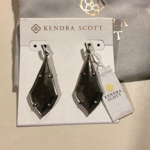 NWT Gorgeous Kendra Scott Olivia Earrings